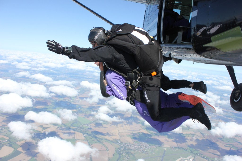 what does a skydive feel like