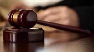 litigation attorney lawyer salary uk